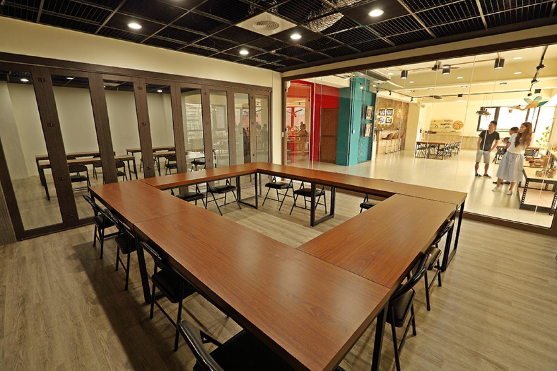 10坪玻璃間純椅可容納35人